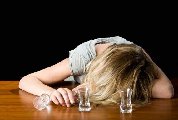 Женский алкоголизм лечится гораздо сложнее, чем мужской