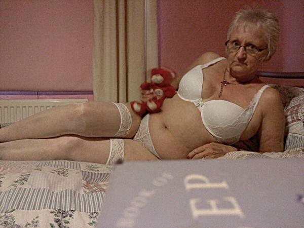 Бабушка ищет любовников лишь на одну ночь