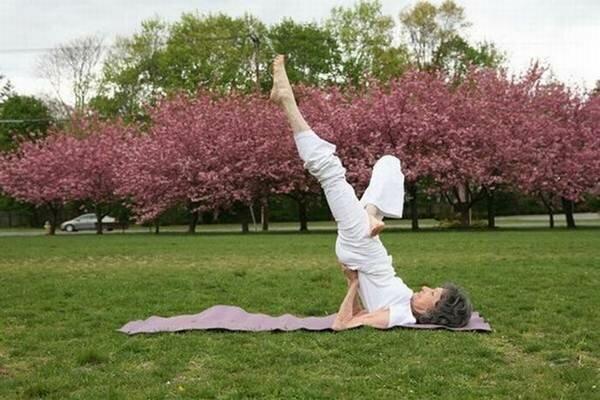 Тао Порчон-Линч. 93-летняя преподаватель йоги
