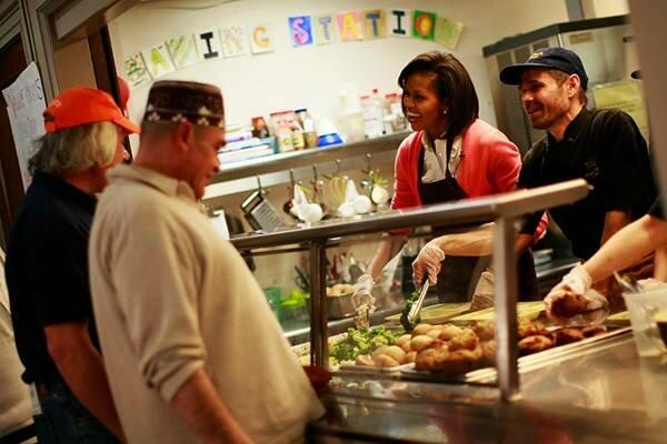Финские ученые считают, что деловые женщины много едят, потому что не имеют личного счастья