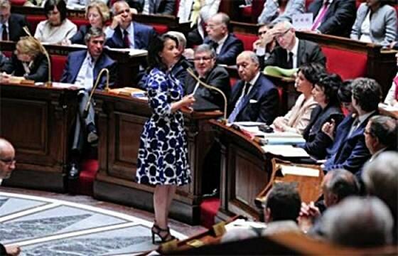 Французского министра освистали за платье. Фотографии