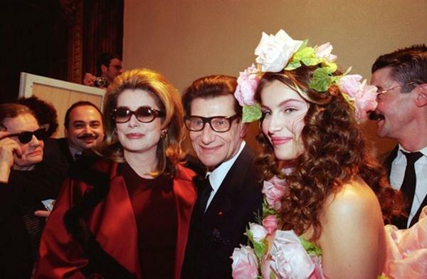 Катрин Денев, Ив Сен Лоран и Летиция Каста, 1999 год