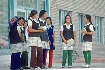 Узбекских школьниц обязали носить косы. Фотографии