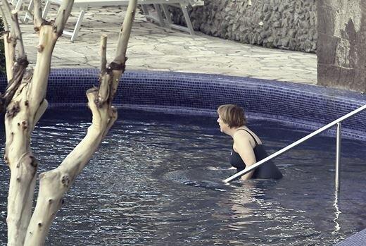Ангела Меркель в купальнике. Фотографии. Фотографии