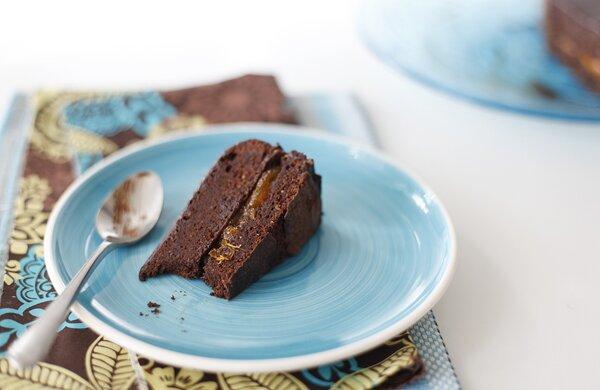 Шоколадный пирог с абрикосовым вареньем  . Фотографии