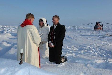 Фотографии первого венчания на Северном полюсе Wedding Ceremony at North Pole (1) (468x312, 25Kb)
