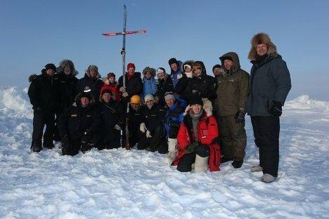 Фотографии первого венчания на Северном полюсе Wedding Ceremony at North Pole (5) (468x312, 30Kb)