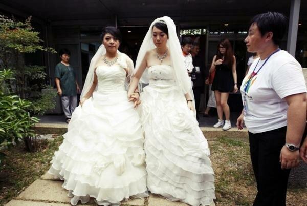 Однополая буддийская свадьба на Тайване. Фотографии