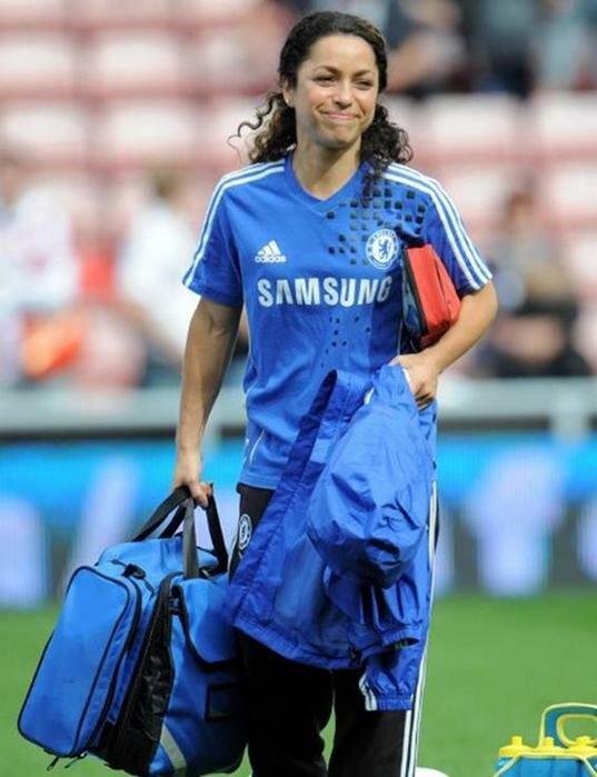 Ева Карнейро. Женщина врач футбольного клуба «Челси». Фотографии