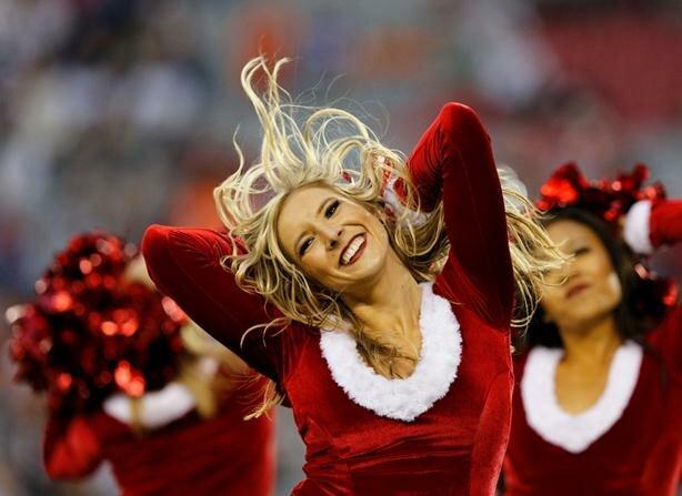 Черлидеры-снегурочки. Фотографии девушек из групп поддержки американских спортивных команд