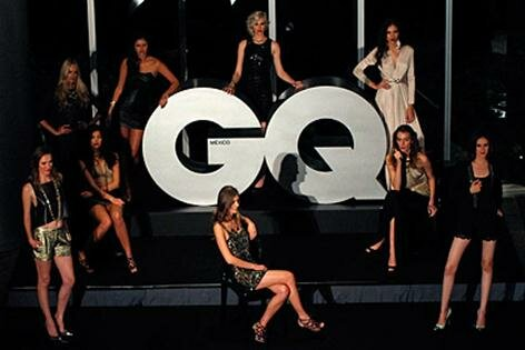 GQ оказался в центре скандала из за расистского топа женщин. Фотографии