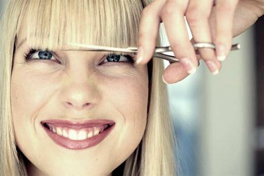 Как подстричь челку самой в домашних условиях