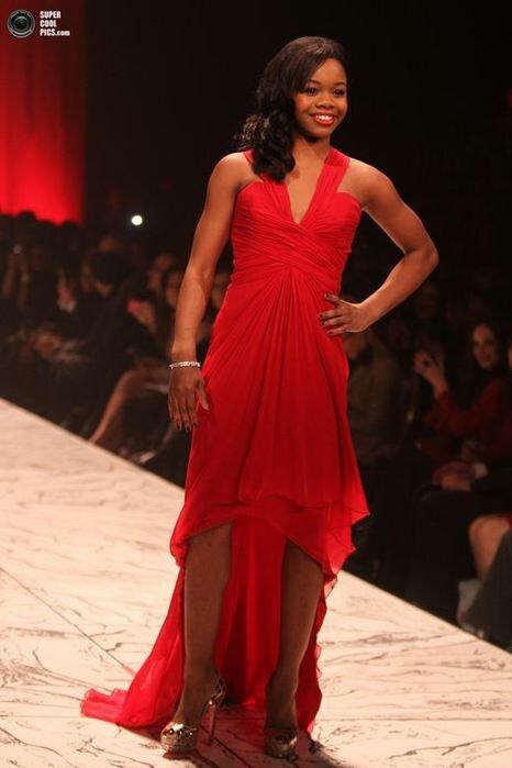Знаменитости в красном перед открытием Недели моды в Нью Йорке. Фотографии
