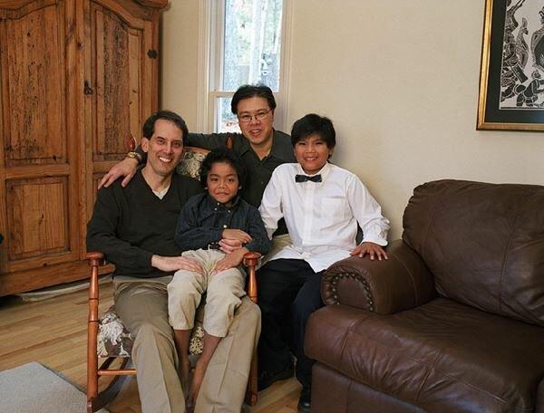 Гей семьи тянут своих детей на дно (цитата). Фотографии
