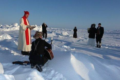 Фотографии первого венчания на Северном полюсе Wedding Ceremony at North Pole (2) (468x312, 26Kb)