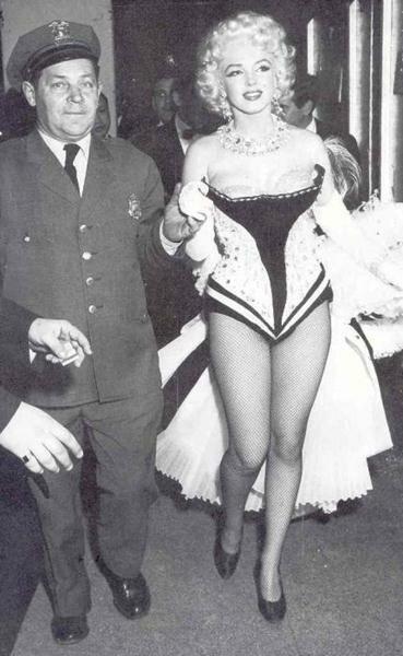 Marilyn Monroe (73) (369x600, 38Kb)