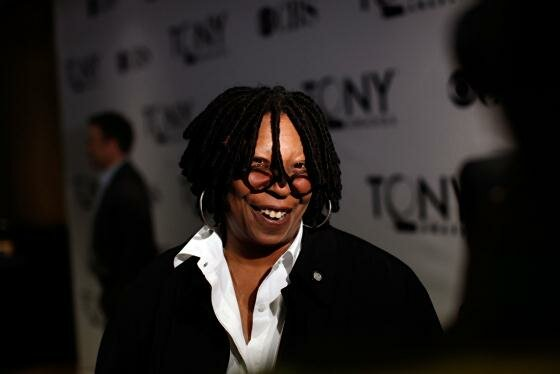 Whoopi Goldberg3 (560x374, 15Kb)