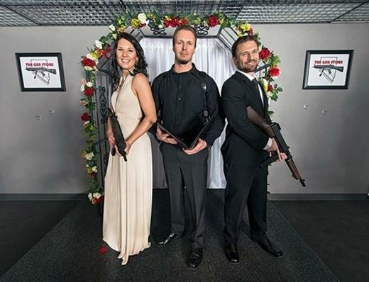 Необычные свадьбы с оружием в Лас-Вегасе. Фотографии