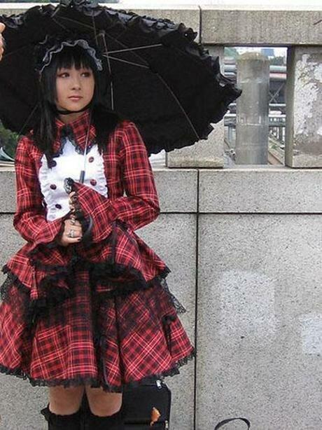 Япония – готические Лолиты