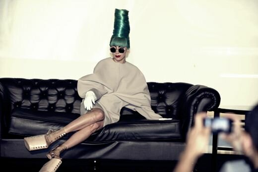 Леди Гага не может выступать из-за болезни суставов