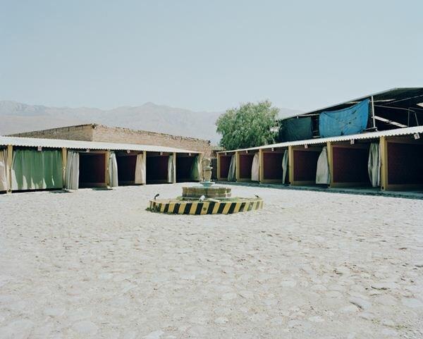 Заняться любовью в гараже в Боливии. Фотографии