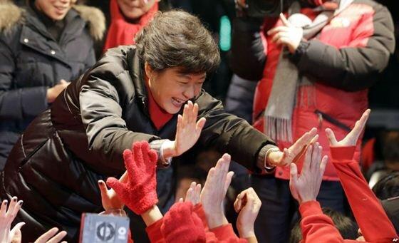 Пак Кын Хе стала первой женщиной президентом Южной Корее. Фотографии