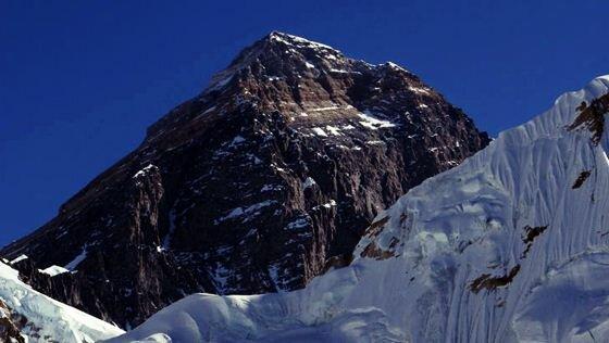Непальская альпинистка установила рекорд восхождения на Эверест. Фотографии