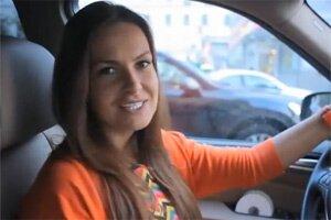 Юля пытается доказать, что женщина практически бесправна, когда к ней домогаются на улице
