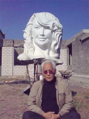 Сексуальная Жанна Фриске вдохновила казахского скульптора