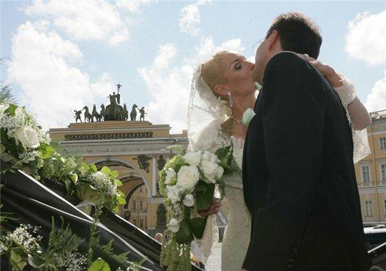 СМИ: Волочкова выходит замуж за Антона Собянина